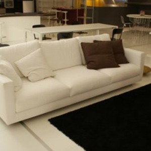divano in pelle bianca